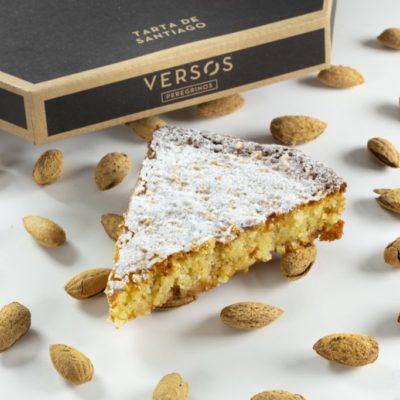 Tarta de almendra conocida como Tarta de Santiago, nuestro Verso Peregrino